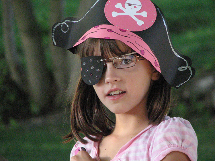 pink-pirate-hat-girl2